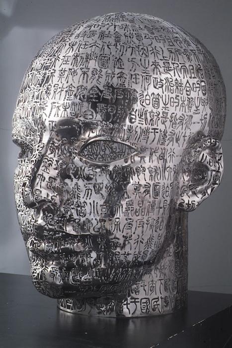 Для своих скульптур Чжэн Лу использовал более 200 000 иероглифов