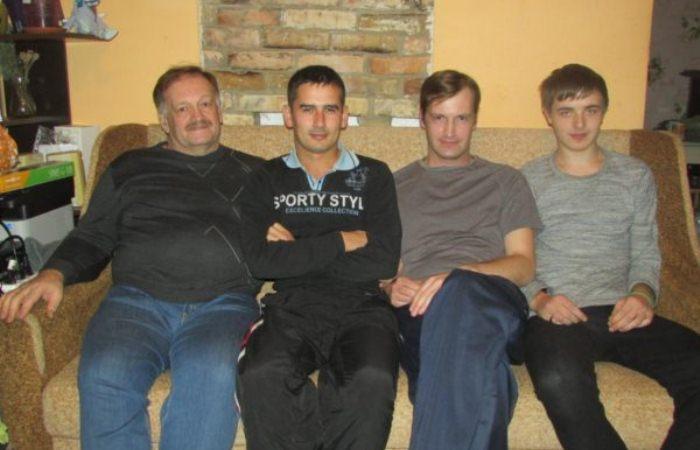 Юрий Зинчук с тремя сыновьями.