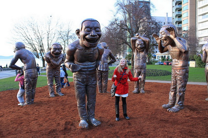Смеющиеся скульптуры в Ванкувере
