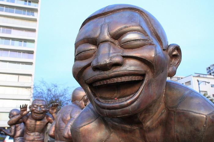 Жизнерадостная композиция была представлена на Международной скульптурной Биеннале-2009