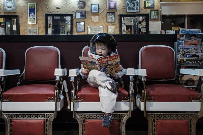 Сын-астронавт познает мир. Увлекательный фотопроект от любящего отца