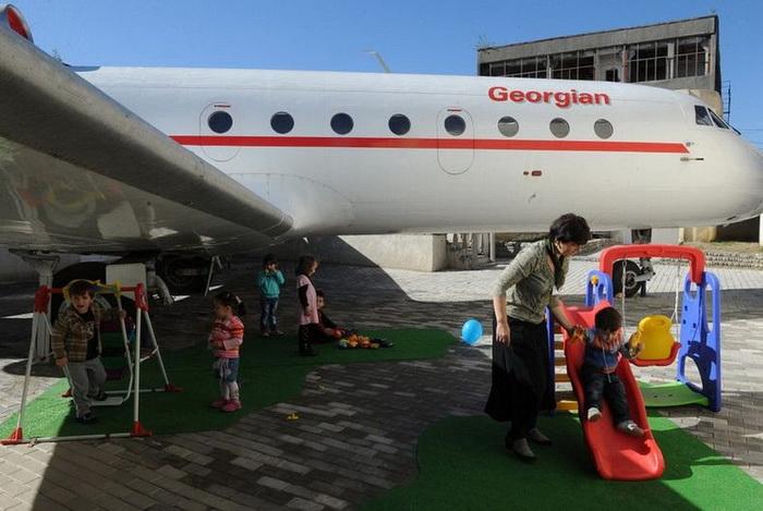 Детский сад на борту ЯК-42 (Грузия)