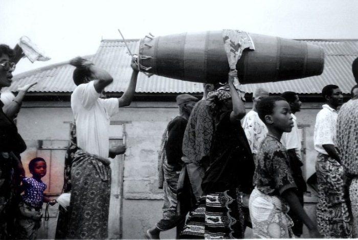 Похоронная процессия в Гане.