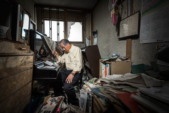 Kazuhiro Onuki в покинутом доме