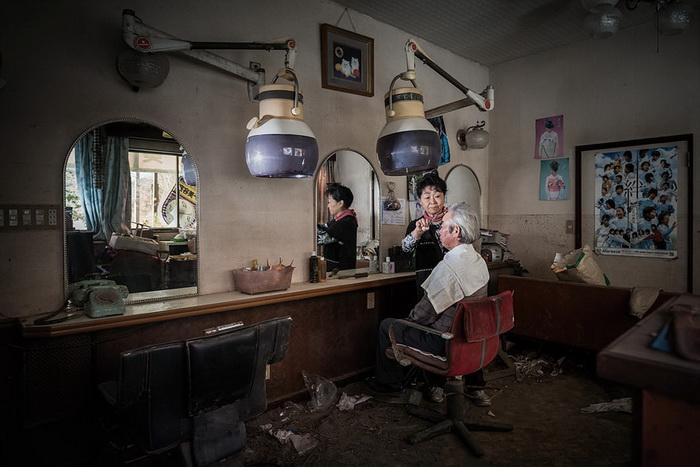 Hidemasa и Michiko Otaki в парикмахерской