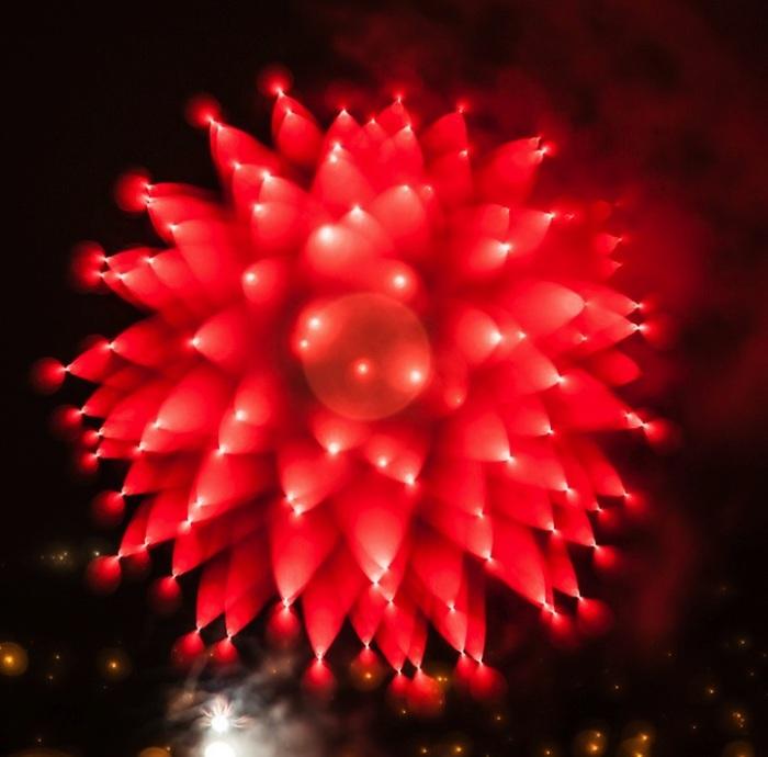 Огненные цветы фейерверков на фотографиях Алана Сэйлера