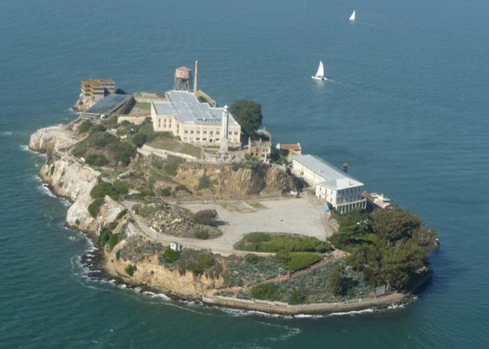 Знаменитая военная тюрьма Алькатрас в Сан-Франциско