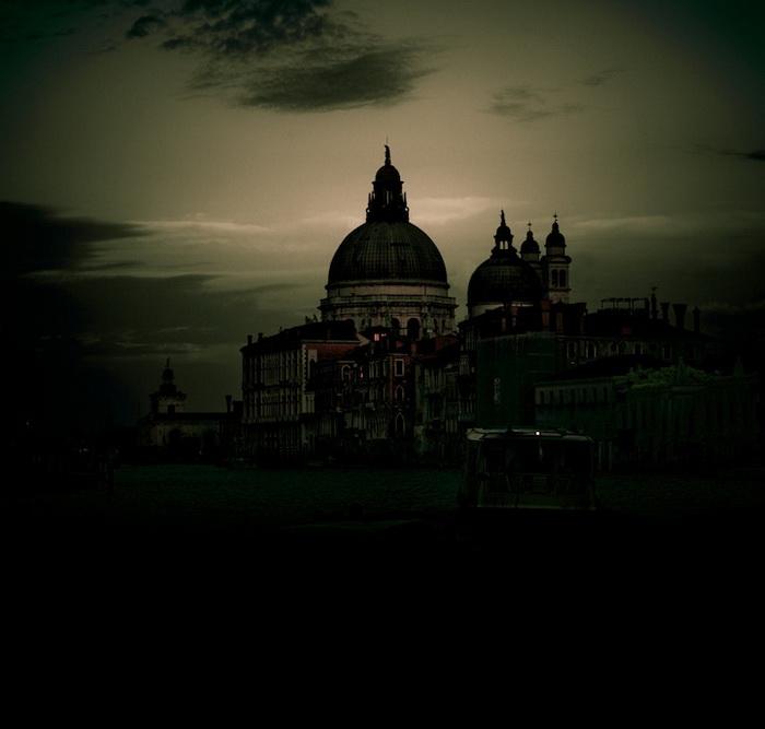 В темноте достопримечательности Венеции выглядят совсем иначе