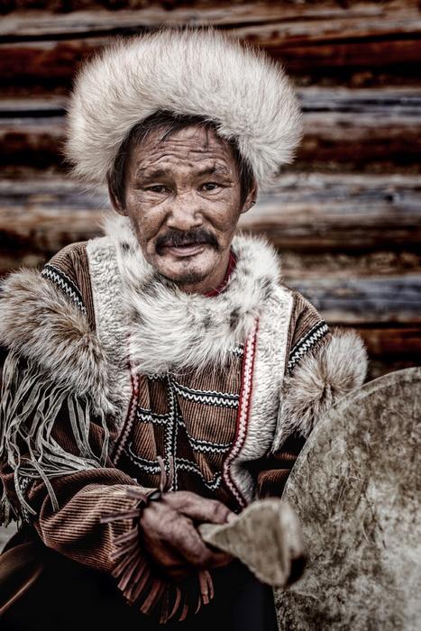 Представитель малочисленного народа тофалары, проживающего в горах без дорожного сообщения с цивилизацией.