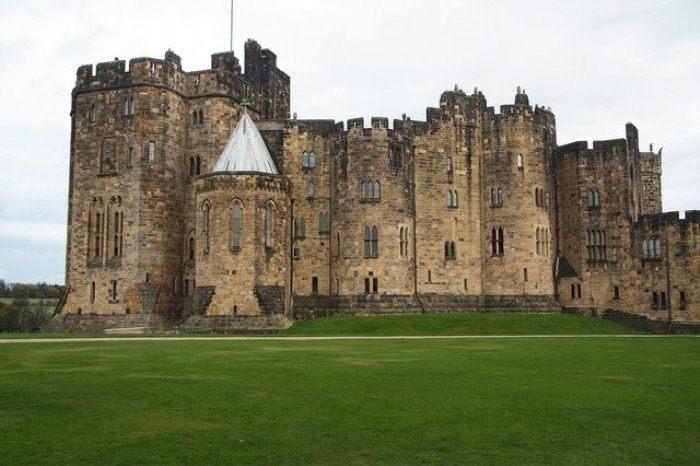 Замок Алник основан в XI столетии.