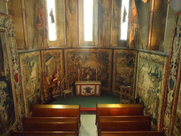Церковь внутри замка Алник.