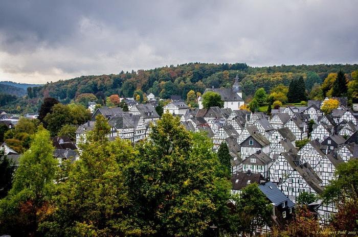 Фахверковые дома в городе Фройденберг (Германия)