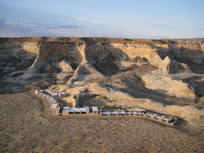 Отель Амангри напоминает скалистый массив