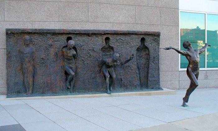 Я вырвался! Автор скульптуры: Зенос Фрудакис (Zenos Frudakis). Филадельфия