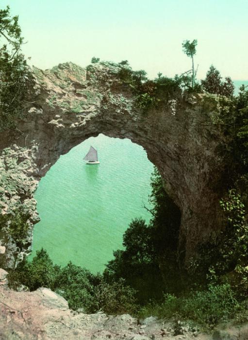 *Американская Одиссея*. Каменная арка, Макинако-Айленд, штат Мичиган