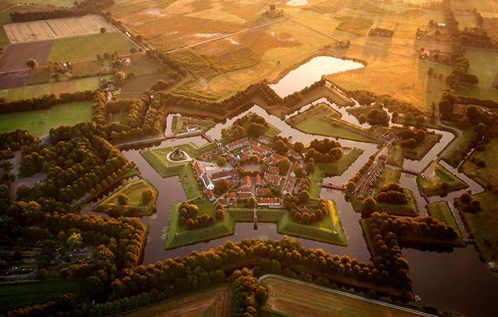 Форт Буртанье в форме звезды, Голландия. Аэрофотография Амоса Чаппла