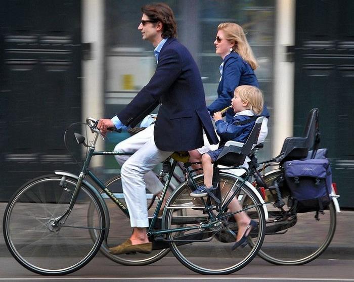На велосипеде - всей семьей