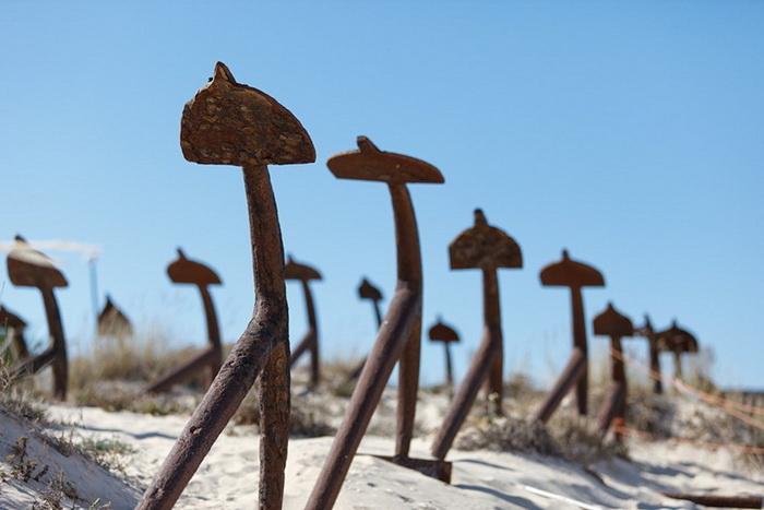Кладбище якорей на острове Тавира, Португалия