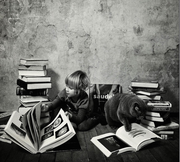 Совместный досуг девочки и ее кота на фотографиях Энди Проха