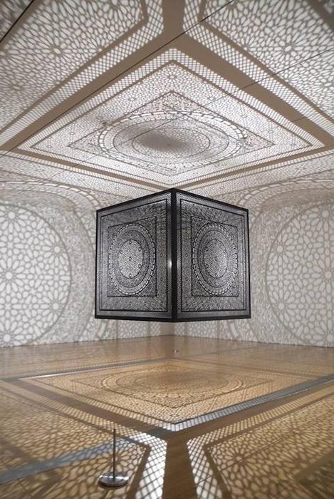 Инсталляция художницы Anila Quayyum Agha