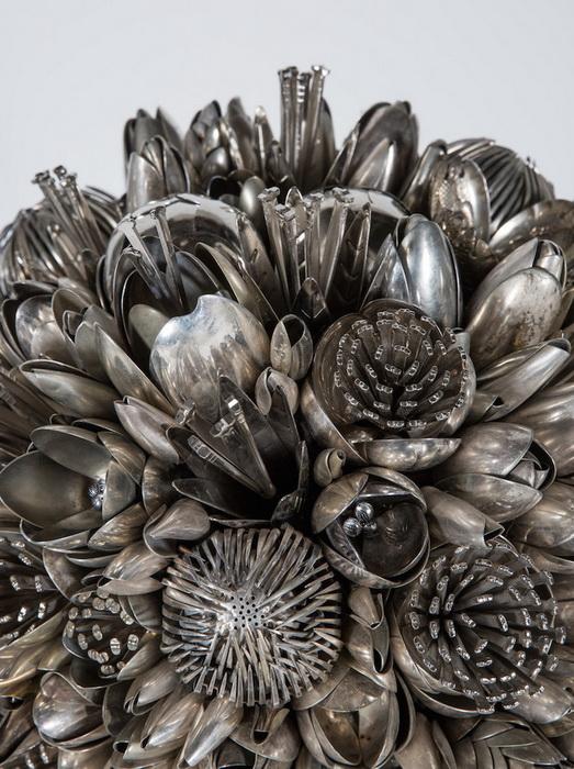 Столовые приборы можно превратить в цветы