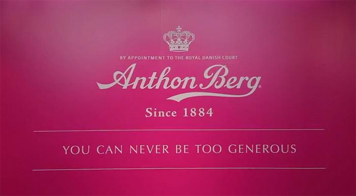 В магазине шоколада Anthon Berg покупатели расплачиваются добрыми делами