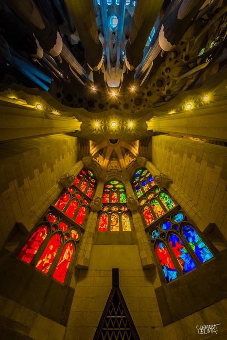 Храм Святого Семейства известен геометрической строгостью линий