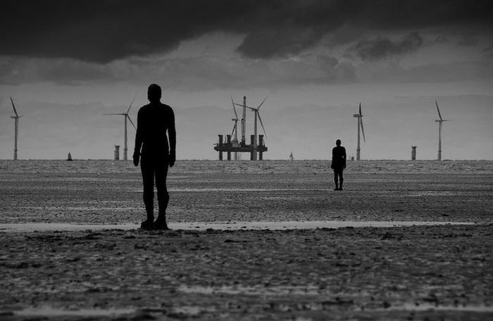 Инсталляция *Другое место* от Энтони Гормли (Antony Gormley)