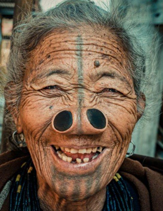 Женщины счастливы вопреки преклонному возрасту.
