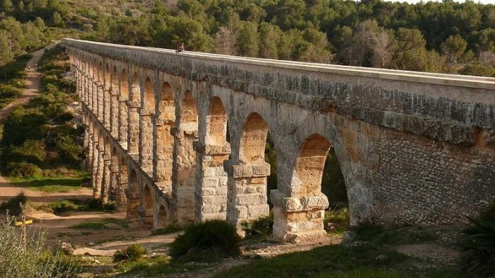 Акведук Pont de les Ferreres (Дьяольский мост) в Испании