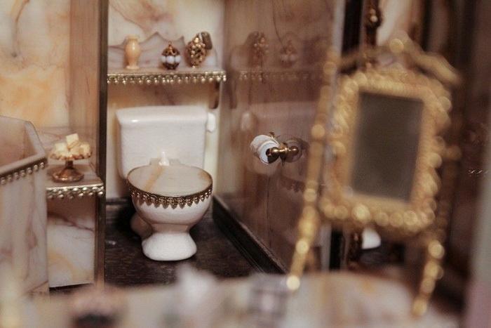 Туалет в кукольном домике