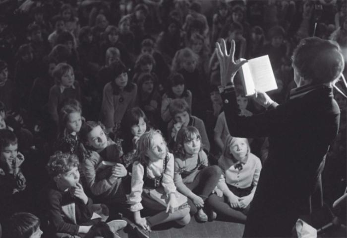 Астрид Линдгрен читает детям