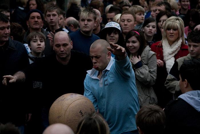 Игра с мячом в Азерстоуне