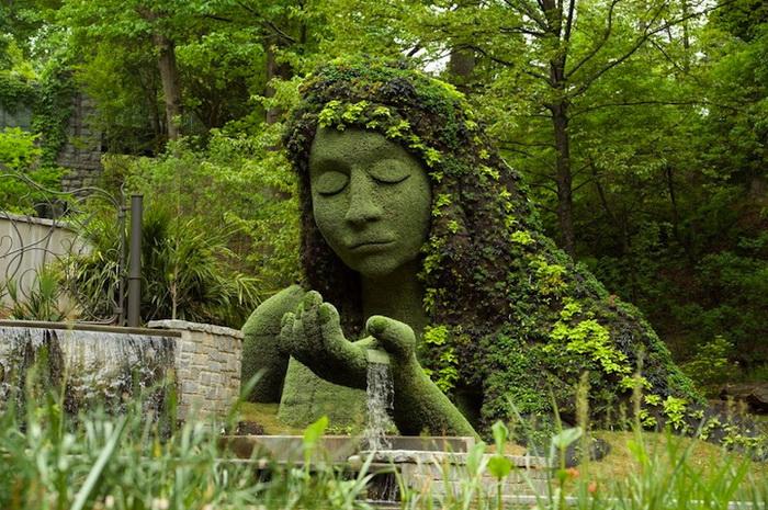 Скульптура богини земли