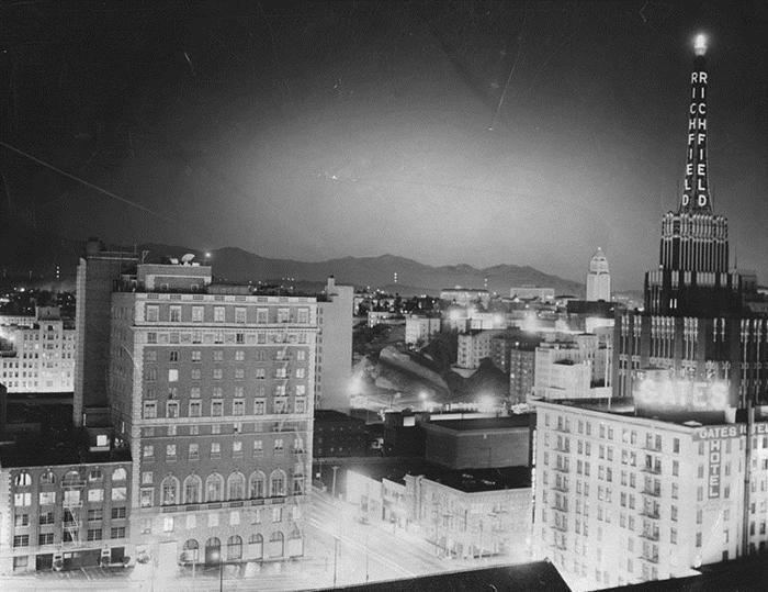 Наблюдение за атомным взрывом с крыши гостиницы Статлер. 7 марта 1955 года