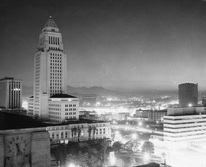 На фото здание Times Mirror Building, Лос-Анджелес, 1 марта 1955 года