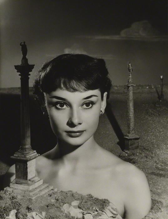 Раритетные фотопортреты Одри Хепбёрн. Фотограф Ангус Макбин, 1950 г.