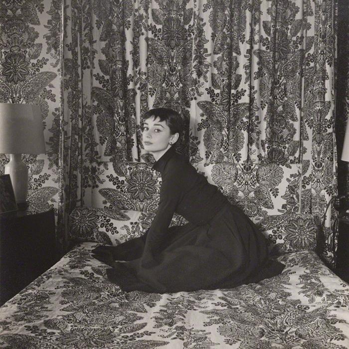 Раритетные фотопортреты Одри Хепбёрн. Фотограф Сесил Битон, 1954 г.