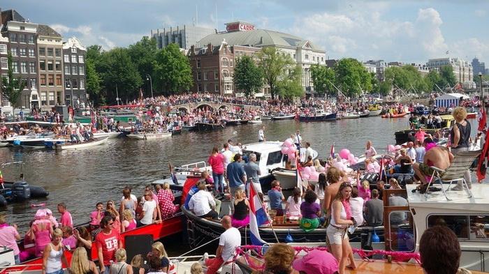 Секс-меньшинства предпочитают розовый цвет и катания на лодках