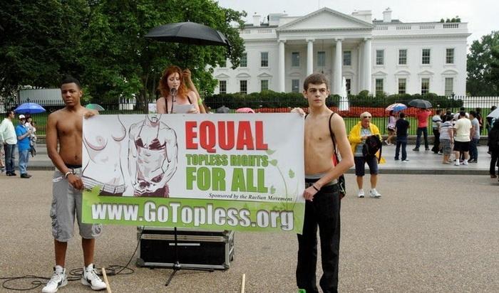 Go Topless Day против гендерной дискриминации