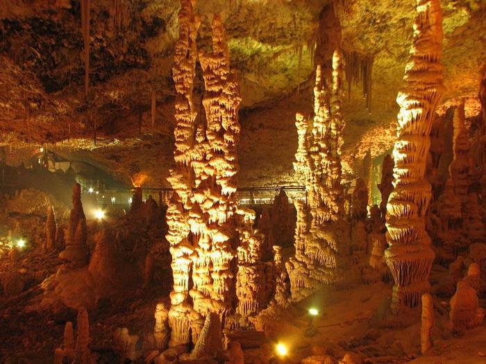 Сталактитовая пещера Авшалом в Израиле