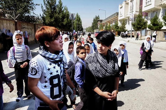 Сетар и Али - девочки, которых воспитали, как *бача-пош*.
