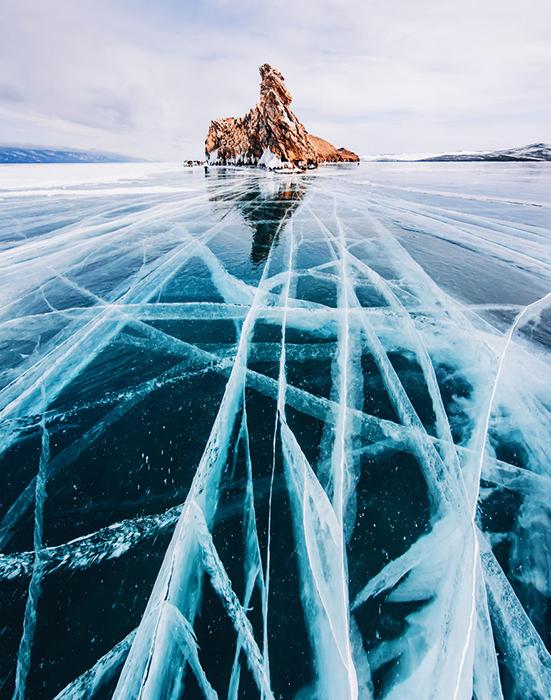 Трещины на льду