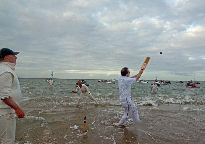*Водный* крикет: необычные соревнования англичан