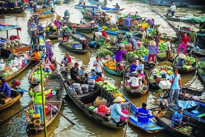 Плавучие рынки в Азии - колоритная туристическая достопримечательность