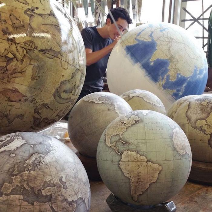 Глобусы различного вида и величины