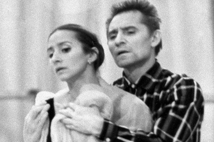 Балетмейстер Юрий Григорович и балерина Наталия Бессмертнова во время репетиции. 1977 г. Фото: ria.ru