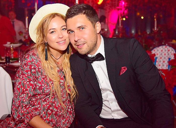 Ксения Безуглова с мужем Алексеем. Фото: ru.hellomagazine.com