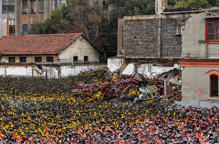 Свалка велосипедов в Шанхае.