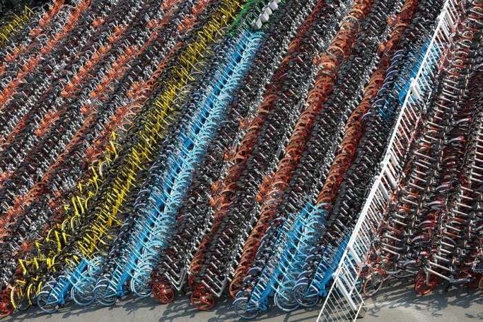 Конфискованные велосипеды на парковке в Шанхае.